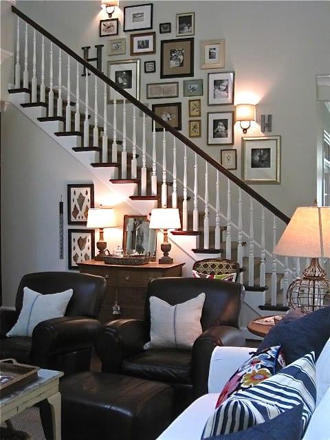 decoracao de paredes de escadas interiores:Você pode usar a parede lateral de uma escada, pois ela atrai os