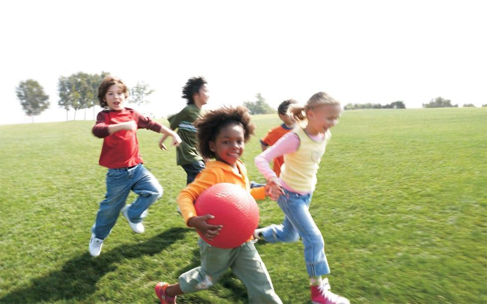 Meninos E Meninas De Nacionalidades Diferentes Childre: O Dia Das Crianças Pelo Mundo