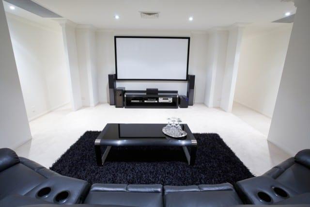 descubra qual o melhor home theater para suas necessidades. Black Bedroom Furniture Sets. Home Design Ideas