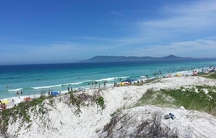 Foto retirada de https://www.feriasbrasil.com.br/rj/cabofrio/praiadasdunas.cfm